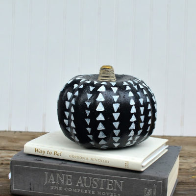 Triangle Pattern Pumpkin | Sisters, What! | Craft Collector